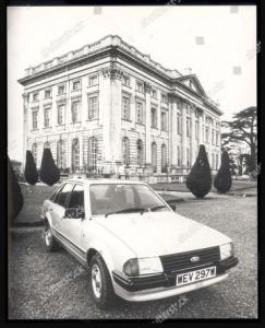 foto jadul mobil ford escort 1981 putri diana