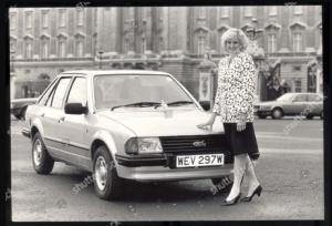 foto jadul putri diana bersama mobil ford escort 1981