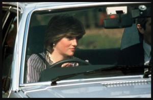 foto putri diana di dalam mobil ford escort 1981