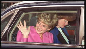 lady diana melambaikan tangan di dalam mobil ford escort 1981